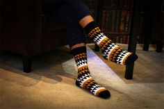 New men 's personality creative graffiti tide socks High quality 100 cotton leisure socks colorful mens sheer socks Mens Striped Socks, Patterned Socks, Cool Socks For Men, Awesome Socks, Socks Men, Men's Socks, Neutral Socks, British Style Men, Cheap Mens Fashion