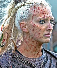 ━ Torvi in Vikings ❤ Viking Shop, Viking Life, Viking Warrior, Viking Woman, Vikings Tv Series, Vikings Tv Show, Bracelet Viking, Viking Jewelry, Ancient Jewelry