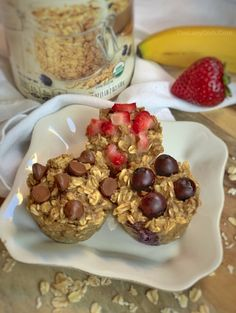 4 large ripe bananas (smashed) 3 cups oats 1 tsp vanilla extract mix-ins of your choice Good Healthy Recipes, Healthy Snacks For Kids, Easy Snacks, Healthy Treats, Healthy Desserts, Snack Recipes, Cooking Recipes, Oat Muffins Healthy, Banana Oat Muffins
