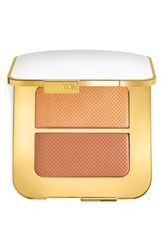A perfect combination of luminous rose & yellow gold highlighting hues inspired by the sunrise and sunset. This versatile cheek and face highlighter can be use either wet or dry