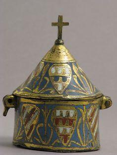 Pisside, che è una scatola che contiene il pane della comunione. 1250-1300, realizzato in Limoge, Francia. Smalto su rame.