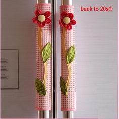 Top quality, hand made refrigerator handle covers Decorate your kitchen with these warm beautiful farm scenes Includes two handle covers for kitchen decoration Size: Length 11 inches, Width inches(unfolded). Fits handle circumference from to 4 inches. Fridge Handle Covers, Refrigerator Covers, Sewing Projects, Projects To Try, Sewing Hacks, Refrigerator Decoration, Diy And Crafts, Crafts For Kids, Decorative Signs