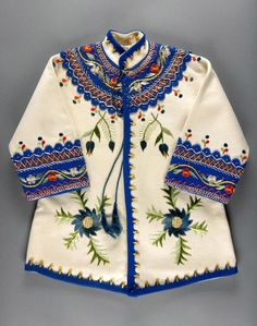 historia-polski: Childs coat off-white and blue wool felt with multicolored silk embroidery Poland. Philadelphia Museum of Art Polish Embroidery, Folk Embroidery, White Embroidery, Embroidered Clothes, Embroidered Jacket, Folklore, Look Fashion, Kids Fashion, Costume Ethnique