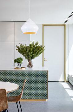 #Lamparadetecho Bolonia en color blanco y dorado. Un plus en tu cocina. ¡Solo quedan 4 unidades! Vuelan.