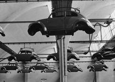 Una fabbrica di Maggiolini Una fabbrica della Volkswagen durante la produzione in serie dei Maggiolini negli anni Sessanta. (Keystone/Getty Images)