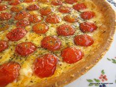 Esta receta es la idónea para enseñaros la recolecta de tomates cherry de mi mini huerto. Es una tarta muy sabrosa y suave, la primera vez que la vi fue en Mundorecetas de RmC y con la de Canecositas me acabé de decidir. INGREDIENTES 1 lámina de masa Quebrada o Brisa 500 gr. de Tomates … … Sigue leyendo → Pie Cake, Dried Fruit, Pepperoni, Cooking Recipes, Quiches, Eat, Empanadas, Food, Queso Mozzarella