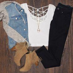 ♥️ Denim & grey hoodie jacket, white top, black skinny jeans, camel fringe booties, long gold pendant necklace
