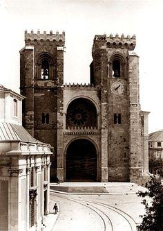 A Sé de Lisboa, ou Igreja de Santa Maria Maior, localiza-se na capital de Portugal.   Actualmente é a sede do Patriarcado de Lisboa e da P... Old Pictures, Old Photos, Iberian Peninsula, Beautiful Architecture, Santa Maria, Portuguese, Travel Photography, Beautiful Places, Around The Worlds