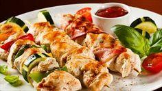 Te ofrecemos el paso a paso para realizar una brocheta de pollo con verduras de lo más fresco.