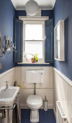 Nautical blue paint in the bathroom - toilette Small Downstairs Toilet, Small Toilet Room, Downstairs Cloakroom, New Toilet, Toilet Room Decor, Bathroom Remodel Cost, Nautical Bathrooms, Seaside Bathroom, Navy Blue Bathrooms