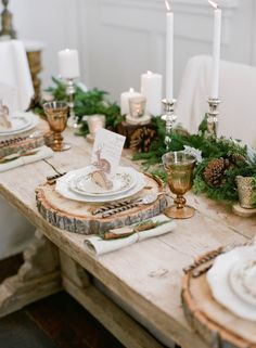 Gemütlich, natürlich, glanzvoll und immergrün dank Holz, nostalgischen Metall und Glas und Tannenzweigen! :)