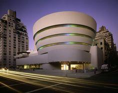 Guggenheim museum de Frank Lloyd Wright Formes courbes -> biomorphique -> rappel du MOUVEMENT (comme la nature qui évolue sans cesse, une architecture contemporaine pour montrer l'EVOLUTION de son contexte et son environnement?)