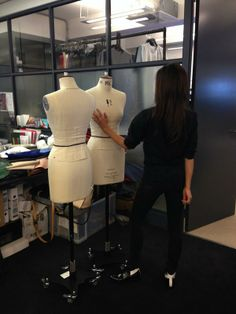 Last day of work before Christmas!!! Happy Christmas #VictoriaBeckhamteam!!! #VBXMAS x vb pic.twitter.com/t6jBxky9G9