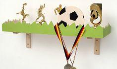 Regale - Regal für kleine Fußballer, Pokale und Medaillen - ein Designerstück von Werkstatt-Geppetto bei DaWanda