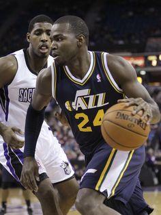 Utah Jazz forward Paul Millsap, right, drives to the basket. (AP Photo/Rich Pedroncelli)