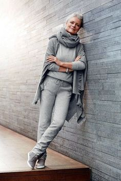 casual-outfits-for-women-over-40-9