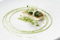 Food Design, Seafood Recipes, Gourmet Recipes, Gourmet Food Plating, Curry Vert, Bistro Food, Good Food, Yummy Food, Food Decoration