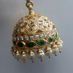 Gold Jhumka Earrings, Jewelry Design Earrings, Gold Earrings Designs, Antique Earrings, Designer Earrings, Antic Jewellery, Indian Jewellery Design, India Jewelry, Gold Jewelry