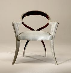 SCULPTURAL ARMCHAIR ART MR - Cocktail armchair made in sculptural solid walnut. Front arms and leg in pearl caviar finish.