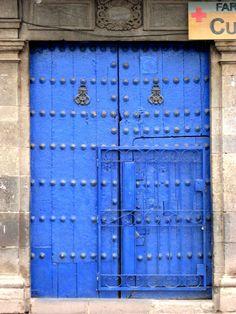Puerta Azul | by Vidriosa.  Peru