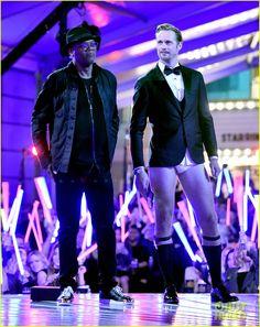 Alexander Skarsgard Skips His Pants, Shows Off Tighty-Whities at MTV Movie Awards 2016 (Photos & Video)   alexander skarsgard tighty whities mtv movie awards 2016 03 - Photo