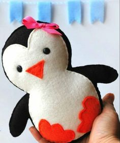 Sewing Crafts Toys penguin - Felt plushies are so simple to make, and soft and cuddly to hold. If you are wanting a fun and quick project to make for either yourself or a little one in you life, check out these 8 patterns we f… Felt Patterns, Stuffed Toys Patterns, Sewing Patterns, Sewing Toys, Sewing Crafts, Sewing Kit, Sewing Clothes, Hand Sewing, Felt Crafts