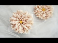 Buttercream Flowers Tutorial, Korean Buttercream Flower, Doll Tutorial, Flower Tutorial, Buttercream Cake Decorating, Piping Techniques, Dahlia Flower, Cake Decorating Techniques, Cupcakes