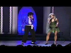 Michael Jackson and Britney Spears HD - The Way You Make Me Feel Live 2001  The Way You Make Me Feel   Hee hee! Ooh!? Komm schon Mädchen! Aaow!!  Hey hübsches Baby mit den hohen Absätzen  Du gibst mir Erregung Wie ich nie habe, überhaupt gewusst Du bist bloß ein Produkt der Lieblichkeit  Ich mag die Art die du läufst, Du sprichst, du kleidest Ich fühle deine Erregung  Von Meilen herum Ich werde dich in mein Auto holen  Und wir werden die Stadt streichen  Küss mich nur Baby  Und sag mir…
