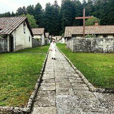 Eremo di Camaldoli (hermitage of Camaldoli) near Poppi Arezzo . We  Tuscany #wonderful #place #placetobe #instadaily #instatravel #instagood #instamood #instacool #instalove #igers #igersfirenze #italy #love #art #peace #monk #eremo #camaldoli #hermitage  Photo credit: @filippogabu
