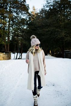 Casual winter white outfit with cute snow booties. I've been wearing these on repeat with the freezing temps! Shop the look here. Casual Maternity Outfits, Pregnancy Outfits, Maternity Wear, Maternity Fashion, Casual Outfits, Chic Maternity, Winter Outfits Women, Warm Outfits, Winter Fashion Outfits