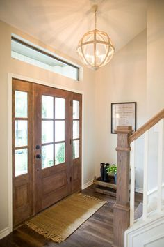Do you love Fixer Upper? Check out our Fixer Upper style farmhouse lighting picks to bring a little Waco to your home! Fixer Upper Hgtv, Fixer Upper Kitchen, Farmhouse Stairs, Farmhouse Remodel, Farmhouse Front, Farmhouse Ideas, Farmhouse Decor, Farmhouse Windows, French Farmhouse