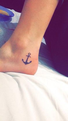 125 Stunning Anchor Tattoos (With Rich Meaning) - Tattoos - Minimalist Tattoo Star Tattoos, Mini Tattoos, Finger Tattoos, Cute Tattoos, Unique Tattoos, Body Art Tattoos, New Tattoos, Tatoos, Beach Tattoos