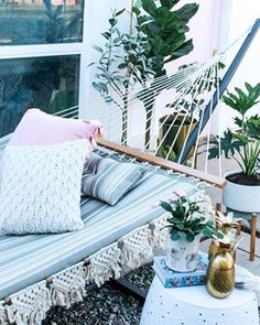 How to take a ready made hammock and adding a cute macrame rope detail. This is a super easy tutorial with ideas for a backyard bohemiem hammock on a stand Peel N Stick Backsplash, Stick On Tiles, Backsplash Tile, Diy Hammock, Hammocks, Tidy Room, Macrame Plant Holder, Diy Garden Furniture, Macrame Projects