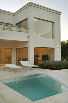 Villa Design, House Design, House Outside Design, Modern House Facades, Casa Clean, Swimming Pool Designs, Facade House, Pool Houses, Dream Rooms