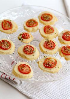 Hartige sablés met kaas en Parmezaanse kaas van Rachel Khoo