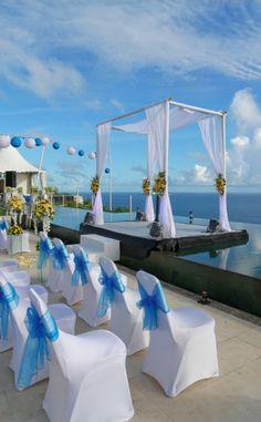 A cliff top wedding at The Sanctus, Uluwatu, Bali, Indonesia. http://www.beyondvillas.com