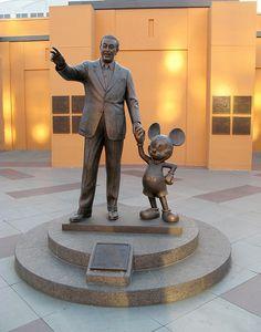 Statue of Walt Disney and Mickey Mouse at The Walt Disney Studio in Burbank CA. Disney Family, Disney Love, Disney Magic, Disney Art, Disney Pixar, Disney Stuff, Disney Mickey, Walter Elias Disney, Walt Disney Animation Studios