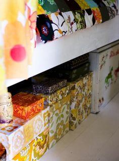 love: floral boxes as a storage solution//Siirtolapuutarhamökki - nappaa sisustusvinkit!