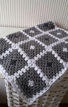 "Crochet baby blanket pattern, ""Back to basic"" granny square baby blanket by BlageCrochetDesign on Etsy"