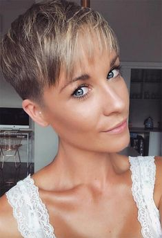 Today we have the most stylish 86 Cute Short Pixie Haircuts. We claim that you have never seen such elegant and eye-catching short hairstyles before. Pixie haircut, of course, offers a lot of options for the hair of the ladies'… Continue Reading → Pixie Haircut Gallery, Pixie Haircut Styles, Longer Pixie Haircut, Hairstyles Haircuts, Women Pixie Haircut, Boy Haircuts, Spring Hairstyles, Weave Hairstyles, Short Hair Cuts