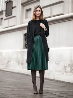 How you can style over the knee boots, over the knee boots outfit inspirations, plunge styles, winter fashion. over the knee boot outfit black Mode Outfits, Casual Outfits, Fashion Outfits, Womens Fashion, Fashion Trends, Casual Hair, Dinner Outfits, Work Fashion, Modest Fashion