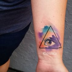 An eye ball thingy #watercolor #watercolortattoo #watercolour #watercolourtattoo #watercolortattoos #watercolourtattoos #tattoo #colortattoo #abstract #abstracttattoo #sketchtattoo #sketchytattoo...