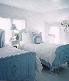 Bedroom Pretty beach cottage bedroom Video Email rough paint, saturated plates Cozy space Style At Home: Amanda Dawbarn Of 100 Laye. Coastal Bedrooms, Guest Bedrooms, Coastal Living, Coastal Homes, Cottage Living, Cottage Bedrooms, Living Room, Style At Home, Home Bedroom