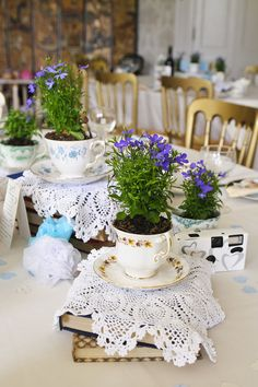 wedding table decorations 115897390384628399 - Top Tips – Alternative Wedding Favours Source by bohowedandlife Wedding Favor Table, Winter Wedding Favors, Wedding Table Decorations, Wedding Party Favors, Wedding Favours Vintage, Wedding Favours Tea Cups, Wedding Ideas, Wedding Blog, Vintage Wedding Centerpieces