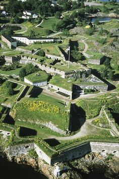 Suomenlinna fortress in Helsinki . Helsinki in summer is truly beautifuli Places To Travel, Places To See, Places Around The World, Around The Worlds, Star Fort, Finland Travel, Voyage Europe, Norway, Beautiful Places