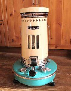 クリーム色とペパーミントブルーのカラーリングが何とも言えない可愛いストーブKS-48A!アラジンより一回り小さいですがとてもパワフルであたたかいです。レトロなのにちょっぴり未来的な雰囲気を感じさせるデザイン。                                                                                                                                                                                 もっと見る Oil Heater, Heating Furnace, Kerosene Heater, Vintage Stoves, Color Plan, Life Kitchen, Retro Pop, Gas Stove, Industrial Furniture