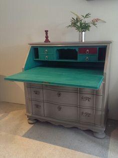 Chatol malet med Chalk Paint, farven er French Linen og Persian Green.