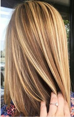Brown hair with blonde highlights. warm blonde hair, brown hair with blonde highlights, Blonde Balayage Highlights, Brown Hair With Blonde Highlights, Blond Brown Hair, Carmel Highlights, Warm Blonde Hair, Dark Blonde, Balayage Straight, Hair Color And Cut, Hair Colour