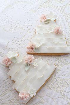 Wedding cake cookies made to match the wedding cake. Beautiful cookies