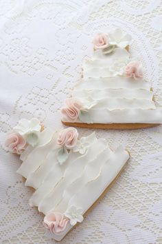 Wedding cake cookies made to match the wedding cake. Beautiful cookies